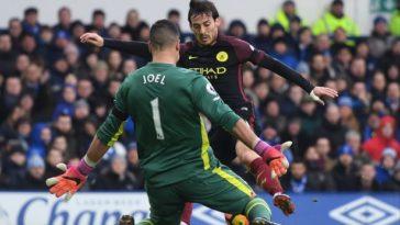 Everton goalkeeper Joel Robles keeps out Manchester City's David Silva