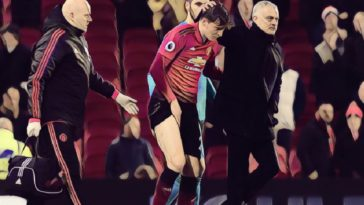 Jose Mourinho consoles Victor Lindelof after his injury against Crystal Palace