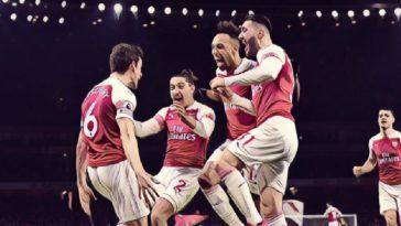 Arsenal celebrate Koscielny's goal against Chelsea